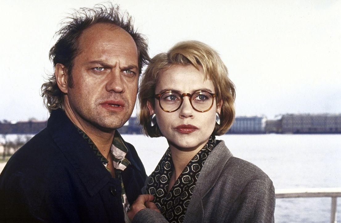 Hajo Kroll (Uwe Ochsenknecht, l.) unterstützt Irene Starnow (Jennifer Nitsch, r.) in ihrem Fall. - Bildquelle: York Maecke ProSieben