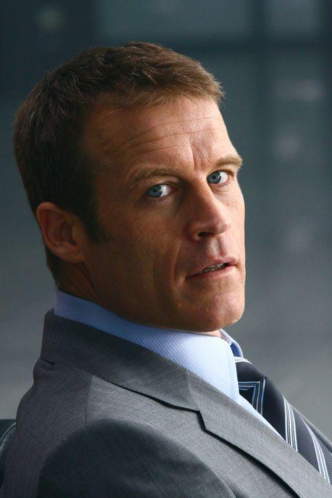 Christopher Chance (Mark Valley) ist ein Leibwächter, der vorübergehend in die Indentität seiner Klienten schlüpft, um gefährliche Situationen für d... - Bildquelle: Warner Bros.