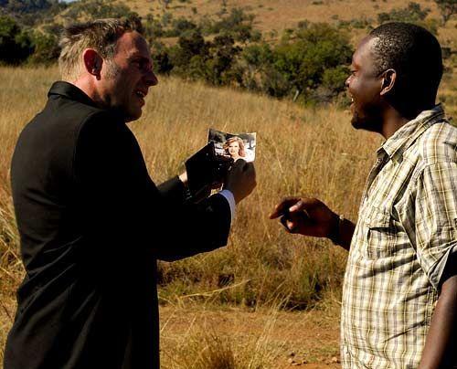 im-brautkleid-durch-afrika-29-500-404_David_Gur_-_Sat1 - Bildquelle: David Gur - Sat1