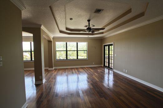 Dieses Mal wird das Hauptschlafzimmer in eine Baustelle verwandelt. Am Schlus...