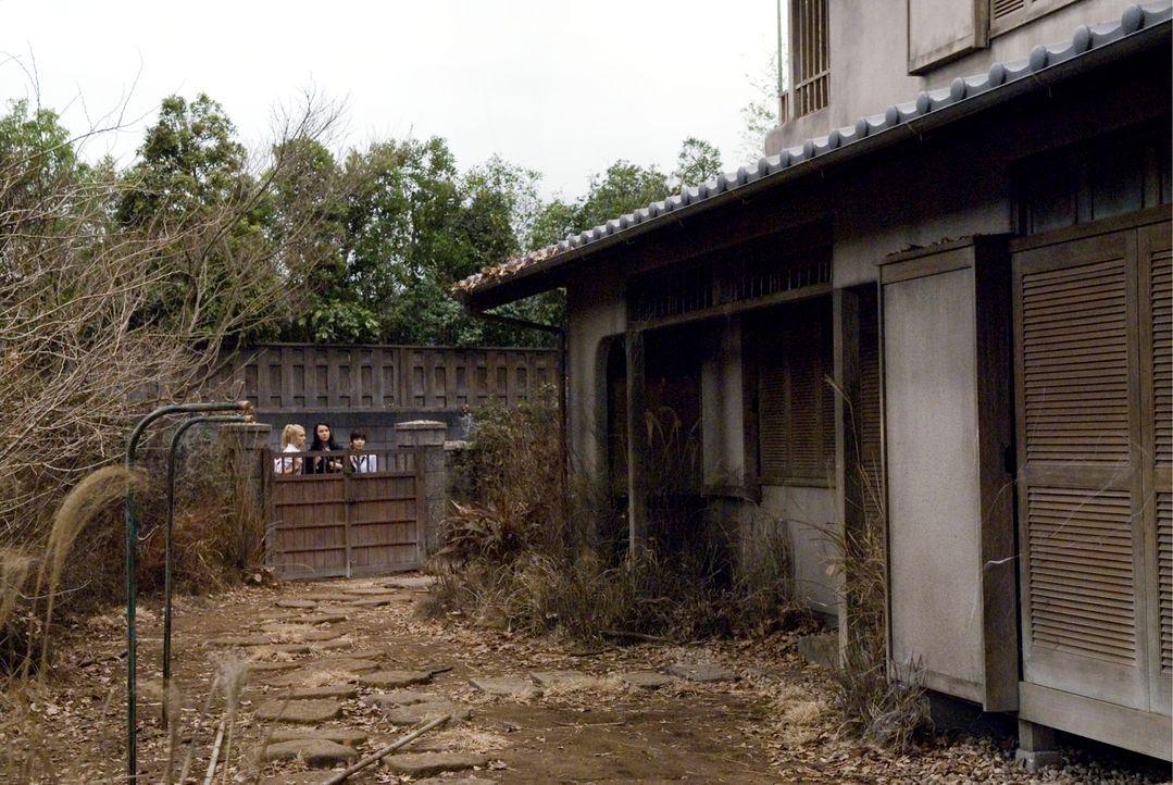 Das Schulmädchen Allison (Arielle Kebbel, l.) wird von ihren Klassenkameradinnen Miyuki (Misako Uno, r.) und Vanessa (Teresa Palmer, M.) überredet,... - Bildquelle: Ghost House Pictures