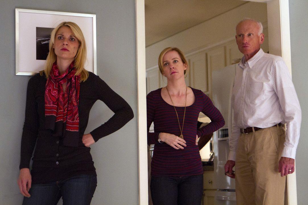 Nicht einmal ihre Schwester Maggie (Amy Hargreaves, M.) und ihr Vater Frank (James Rebhorn, r.) können Carrie (Claire Danes, l.) in ihrem Wahn beru... - Bildquelle: 20th Century Fox International Television