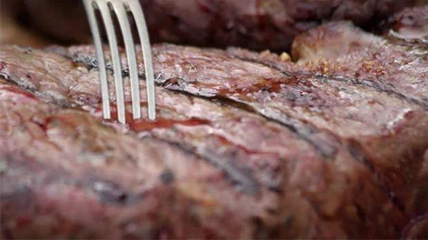 Steak mit Gabel
