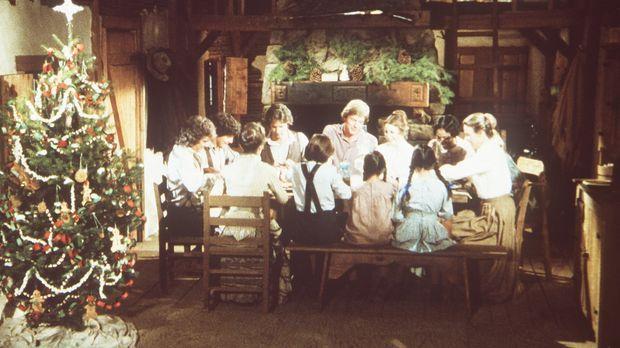 Alle Ingalls feiern gemeinsam mit Hester-Sue (Ketty Lester, 2.v.r.) Weihnacht...