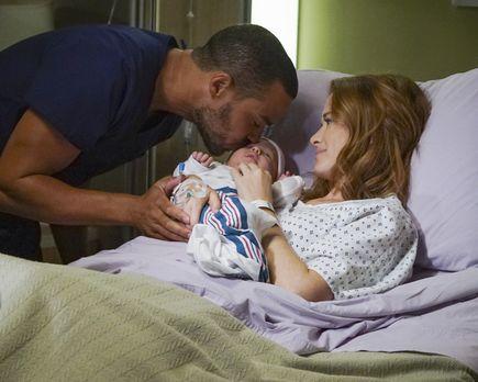 Während die Ärzte nach dem Vorfall mit Alex um Andrews Gesundheit kämpfen, si...