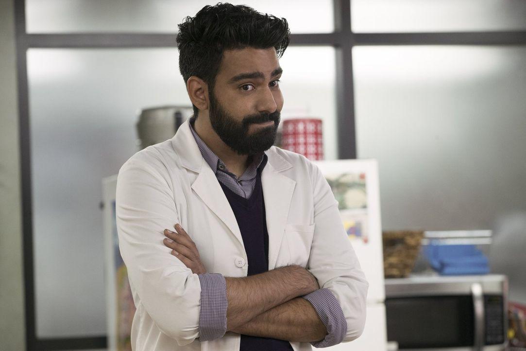 Ravi (Rahul Kohli) hat noch immer mit seinen Gefühlen für Peyton zu kämpfen - und zwei Zombies, unter dem Einfluss zweier besonderer Gehirne, machen... - Bildquelle: 2017 Warner Brothers