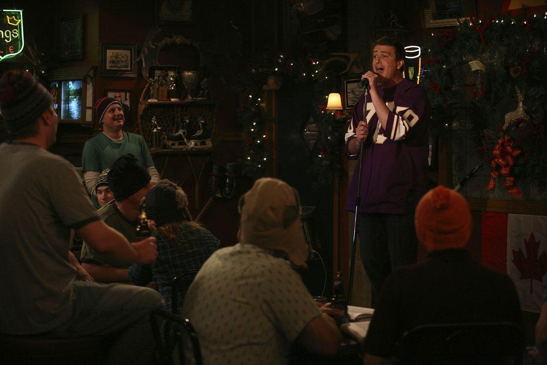Marshall (Jason Segel, r.) nimmt Robin mit in eine Bar, die ihn an seine Heimat Minnesota erinnert. Robin ist begeistert ... - Bildquelle: 20th Century Fox International Television