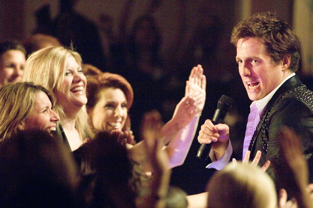 """Mit der 80er Jahre Band """"Pop!"""" wurde Alex Fletcher (Hugh Grant, r.) berühmt. Bis heute sind ihm viele seiner Fans treu, auch die Schwester seiner Bl... - Bildquelle: Warner Bros."""