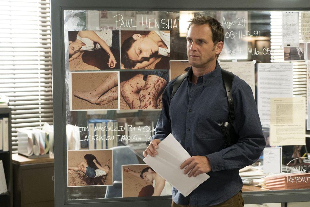 Die Indizien des neuen Falles von Jake (Josh Lucas) und seinem Team zeigen auf einen Serienkiller, St. Valentine, der vor 20 Jahren schon einmal akt... - Bildquelle: 2015 Warner Bros. Entertainment, Inc.