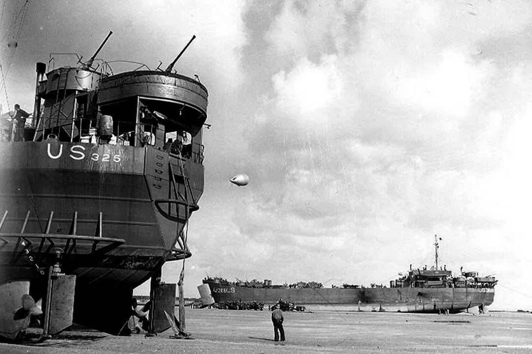 rt ein Panzerlandungsschiff und wann kommt es zum Einsatz? Die ersten Modelle steuerten die umkämpften Strände rund um den Globus an - von Nordafrik... - Bildquelle: Lou Reda Productions, Inc.