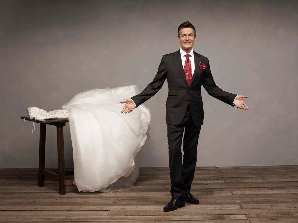 Randy Fenoli sorgt dafür, dass die zukünftigen Bräute das richtige Hochzeitskleid finden. Er liest den Hochzeits-Anwärterinnen jeden Wunsch von den... - Bildquelle: Justin Stephens sixx