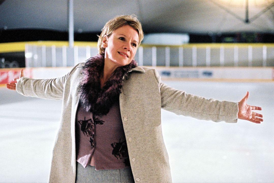 Helen (Mariele Millowitsch) ist endlich verliebt ... - Bildquelle: Sat.1