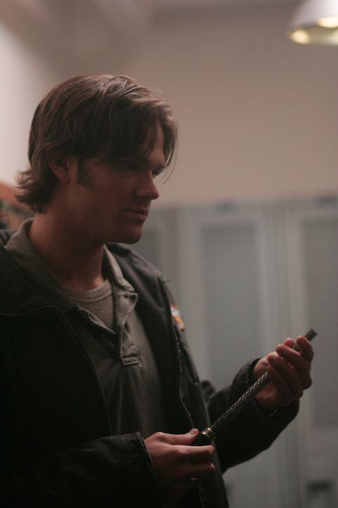 Sam (Jared Padalecki) und Dean bitten ihren Familienfreund und Jägerkollegen Bobby um Hilfe, nachdem sie wegen einiger grausamer und unerklärbarer E... - Bildquelle: Warner Bros. Television