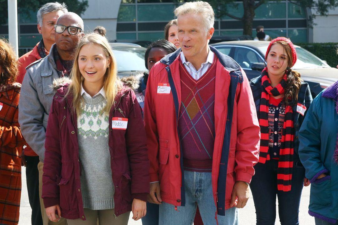 Maddie (Ashlee Füss, l.); Maddies Dad (Bil Dwyer, r.) - Bildquelle: Warner Brothers