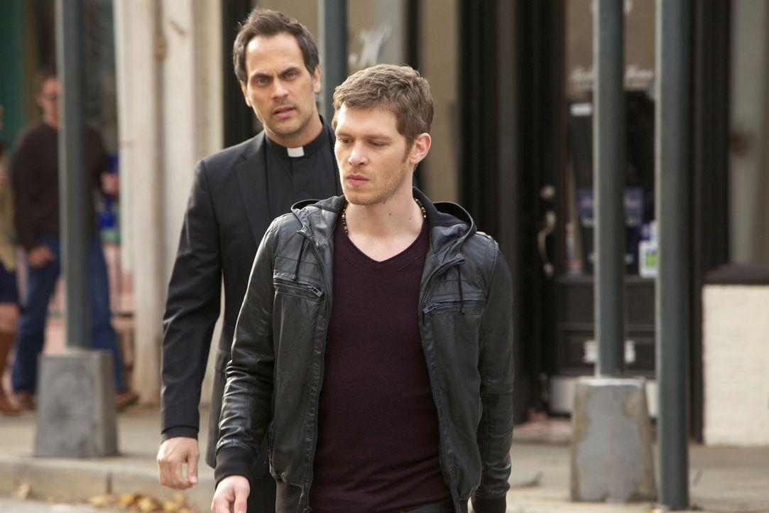 Klaus stürmt durch die Stadt - Bildquelle: Warner Bros. Entertainment Inc.