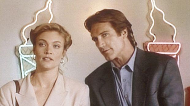 Steve (Barry Van Dyke, r.) unterhält sich mit Samantha (Glynis Barber, l.), d...