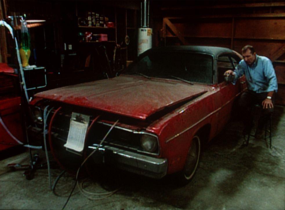 Al (Ed O'Neill) ist verzweifelt: Sein geliebter Dodge liegt im Koma. - Bildquelle: Sony Pictures Television International. All Rights Reserved.