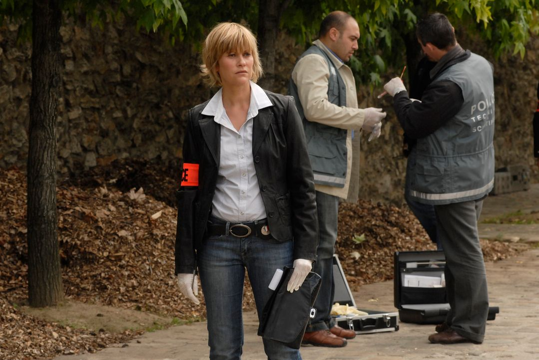 Kommissarin Frédérique Kancel (Vanessa Valence) versucht herauszufinden, wer die ermordete Babysitterin wirklich ist ... - Bildquelle: Jean-François Baumard 2008 - Beaubourg Audiovisuel/BeFilms/RTBF (Télévision Belge)