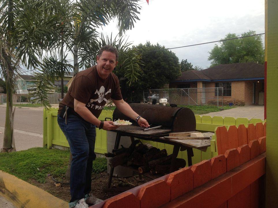 Wer hart arbeitet muss auch gut essen! In Texas lässt sich Toto ein typisches amerikanische BBQ nicht entgehen ... - Bildquelle: kabel eins