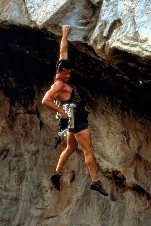 Souverän meistert Gabe (Sylvester Stallone) alle Tücken des Gebirges ... - Bildquelle: 1993 Cliffhanger B.V. All Rights Reserved.
