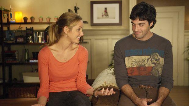 Ein Missverständnis steht zwischen P.J. (Jordana Spiro, l.) und Brendan (Reid...