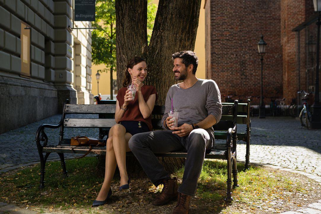Als die verheiratete Emma (Nadja Becker, l.) ihrer Jugendliebe Ben (Pasquale Aleardi, r.) über den Weg läuft, flammen die alten Gefühlen wieder hoch... - Bildquelle: Arvid Uhlig SAT.1