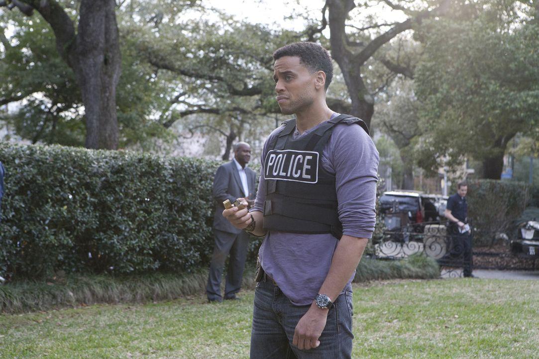Travis (Michael Ealy) und Wes untersuchen eine Serie von Einbrüchen und erfahren dabei, dass Travis' Pflegebruder der Anführer der Diebesbande sei... - Bildquelle: 2012 USA Network Media, LLC