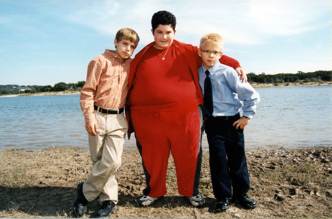 Der dickste Junge der Welt kommt in die Kleinstadt Antler. Toby (Jonathan Lipnicki, r.) und sein Freund Cal (Cody Linley, l.), schauen sich den selt... - Bildquelle: Echo Bridge Entertainment LLC