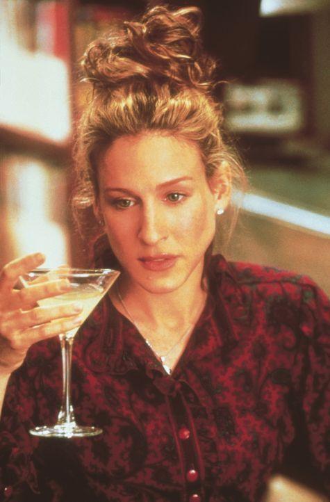 Beim sonntäglichen Brunch mit ihren Freundinnen und der Lieblingsbeschäftigung - Lesen der Klatschspalten - stößt Carrie (Sarah Jessica Parker) auf... - Bildquelle: Paramount Pictures