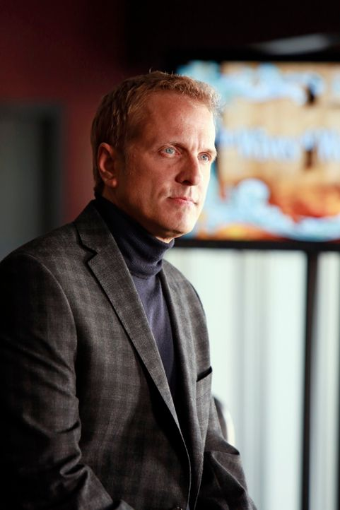 "Wie weit würde der Produzent der Realityshow ""The Wives of Wall Street"", Peter Monroe (Patrick Fabian), für die Karriere gehen? - Bildquelle: 2013 American Broadcasting Companies, Inc. All rights reserved."