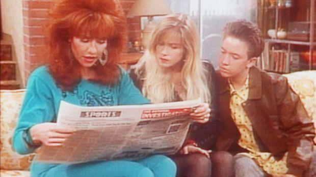 Peggy (Katey Sagal, l.), Kelly (Christina Applegate, M.) und Bud (David Faust...