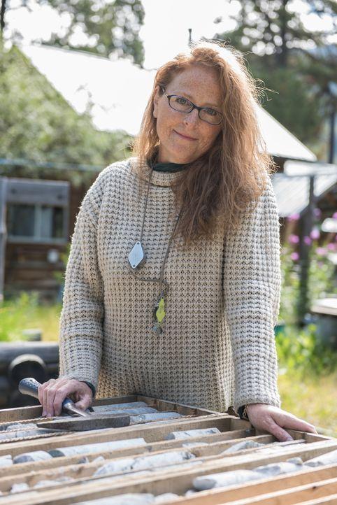 Die Geologin Lesley Hunt unterstützt die Bunce bei ihrer Suche nach Jade ... - Bildquelle: Ed Araquel JADE PRODUCTIONS LTD.