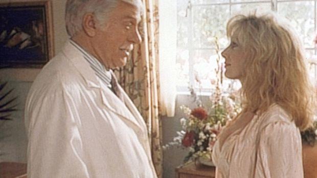 Pamela (Morgan Fairchild, r.), die berühmte Schauspielerin, will sich in der...