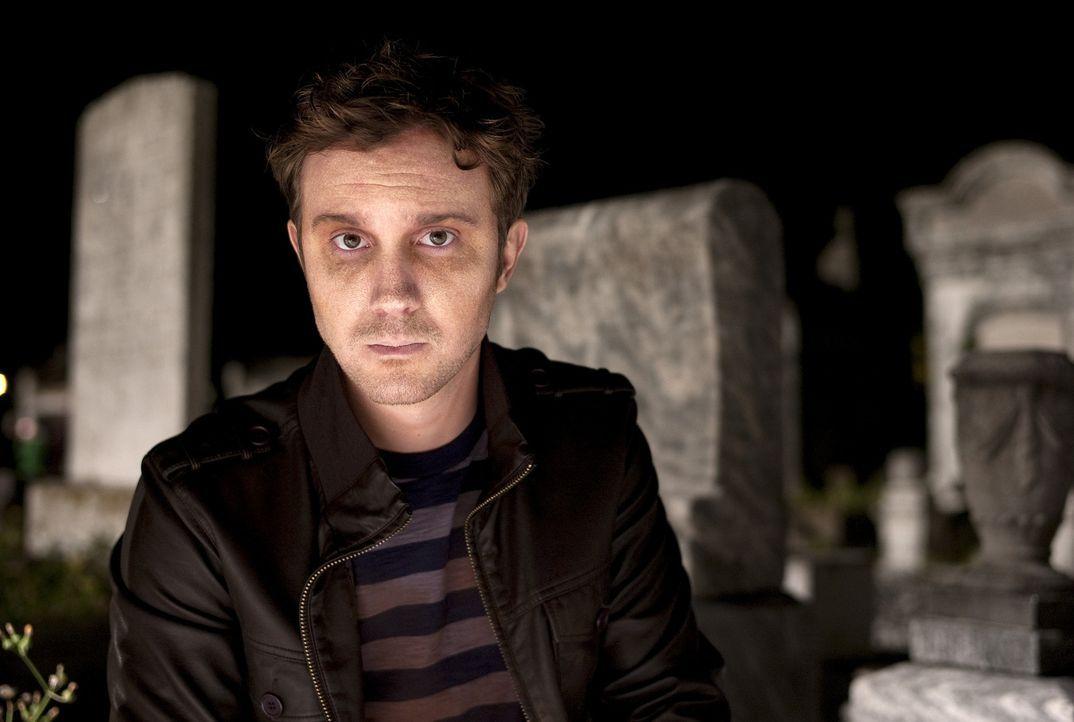 Weil Marcus (Sam Huntington) mit seiner neuen Existenz als Zombie hadert, beschließt er, eine Selbsthilfegruppe namens COLD (Coalition of Living Dea... - Bildquelle: Kinowelt GmbH