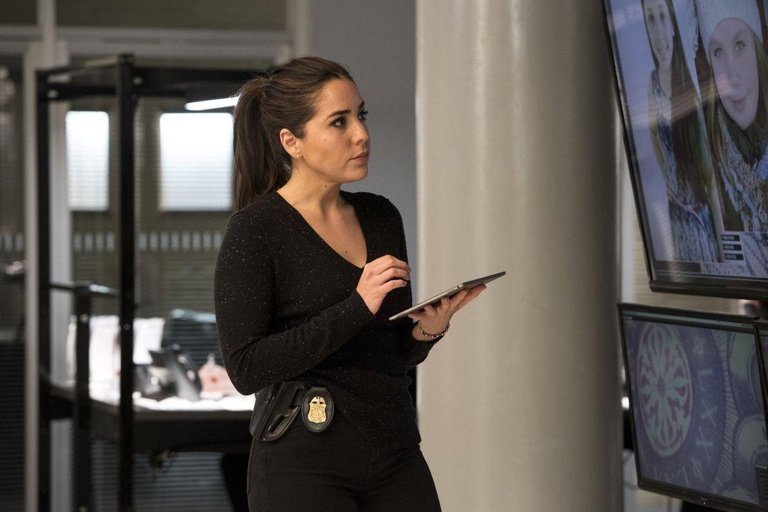 Nach dem Selbstmord eines jungen Mädchen aus einem Pflegeheim kommen Zapata (Audrey Esparza) und ihre Kollegen einem ungeheuerlichen Verbrechen auf... - Bildquelle: Warner Brothers