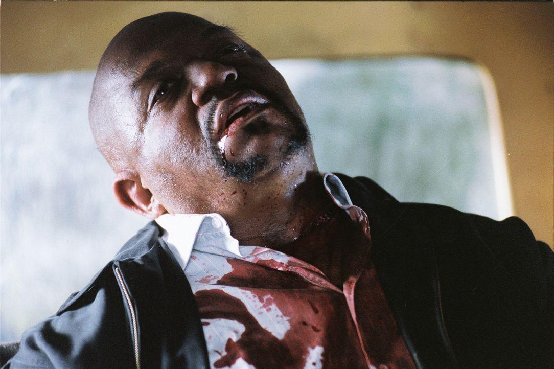 Wieder gibt es ein Opfer zu beklagen: Ken Karsch (Charles S. Dutton) ... - Bildquelle: Sony Pictures Television International. All Rights Reserved.