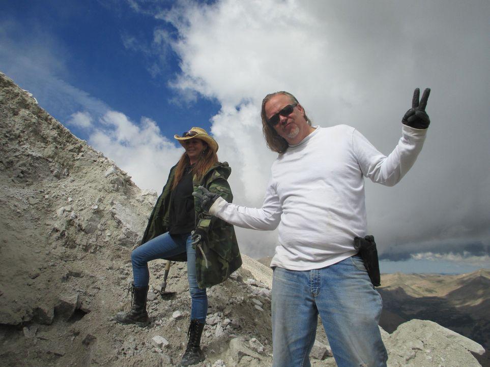 Tracie (l.) und Craig (r.) machen einen unglaublichen Fund ... - Bildquelle: High Noon Entertainment, 2015