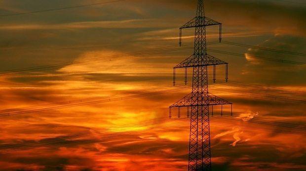 Sonnenuntergang-Stromleitung