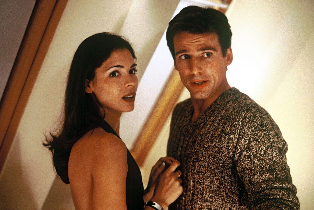 Nina Jansen (Katja Woywood, l.) und Ben Ivaldi (René Steinke, r.). - Bildquelle: manju.de Sat.1