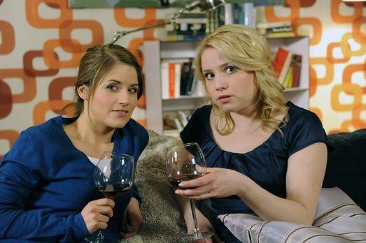 Hand aufs Herz - Frauengespräche: Bea (Vanessa Jung, l.) und Miriam (Caroline...