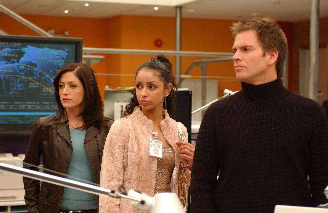 Warten auf ein Laborergebnis, um mehr über den Tod von Manda King zu erfahren: Kate (Sasha Alexander, l.), Samantha (Mya, M.) und Tony (Michael Wea... - Bildquelle: CBS Television