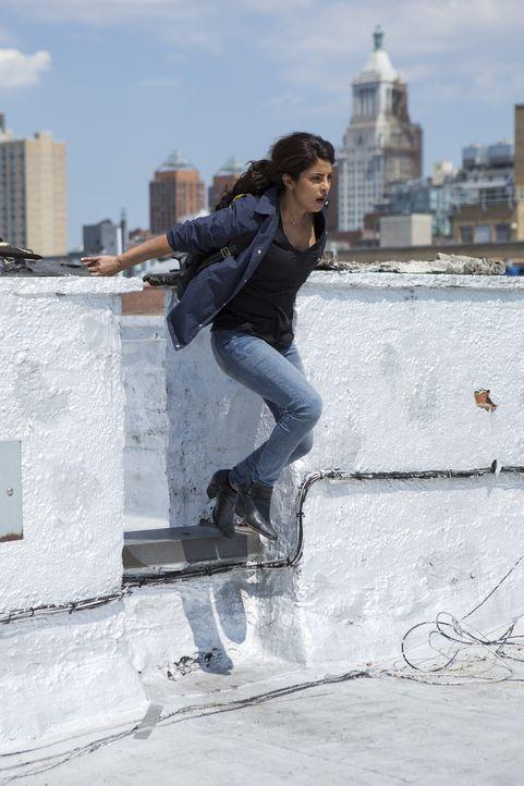 Auf der Flucht muss Alex (Priyanka Chopra) Liam und seine Leute überlisten, um in ihre Wohnung zu kommen, wo sie sich Beweise erhofft, die ihre Unsc... - Bildquelle: 2015 ABC Studios