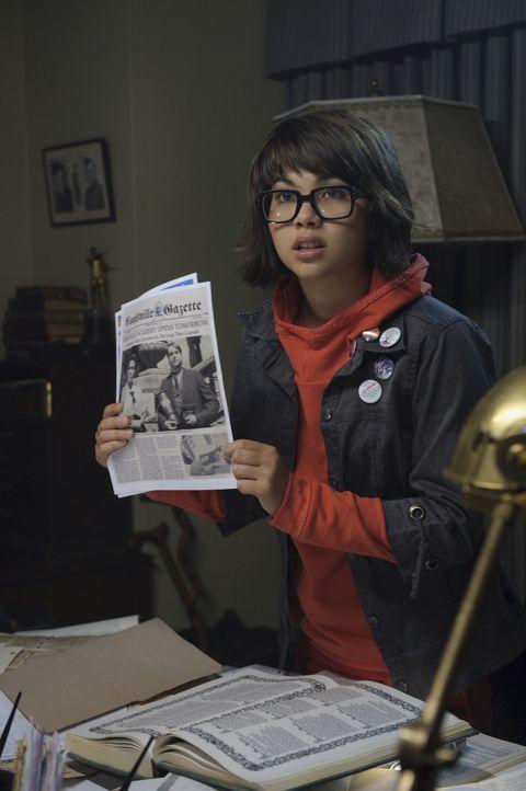 Schon bald kommt Velma (Hayley Kiyoko) der Verdacht, dass die Geister ein wichtiges Anliegen haben ... - Bildquelle: 2009   Warner Brothers