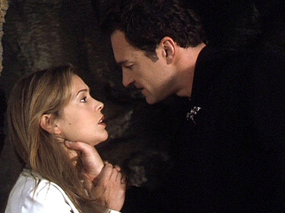 Phoebe (Alyssa Milano, l.) ist in die Unterwelt hinabgestiegen, um Cole (Julian McMahon, r.) zu retten. Allerdings ist noch nicht klar, ob das Gute... - Bildquelle: Paramount Pictures