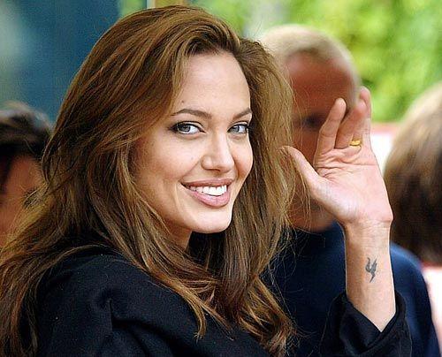 Galerie: Angelina Jolie und Brad Pitt - Bildquelle: dpa