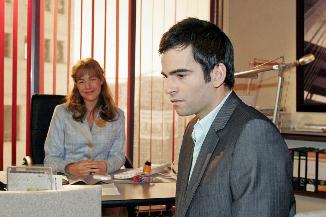 David (Mathis Künzler, r.) reagiert betroffen, als Lisa (Alexandra Neldel, l.) ihm von ihren Hochzeitsvorbereitungen erzählt. (Dieses Foto von Ale... - Bildquelle: Noreen Flynn Sat.1