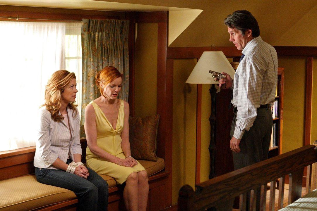 Wayne (Gary Cole, r.) taucht plötzlich bei Katherine (Dana Delany, l.) auf und droht, sie zu töten, wenn sie ihm nicht die Wahrheit über Dylan erzäh... - Bildquelle: ABC Studios