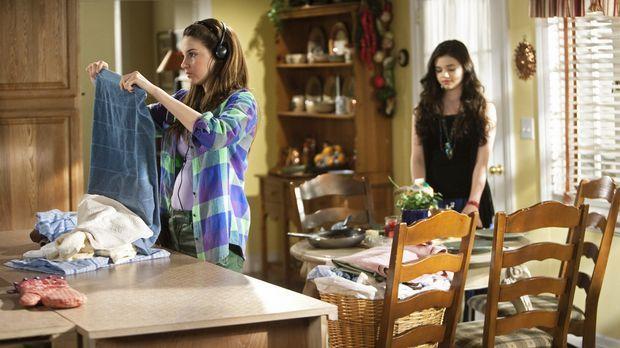 Ashley (India Eisley, r.) erzählt Amy (Shailene Woodley, l.), dass ihre Mutte...