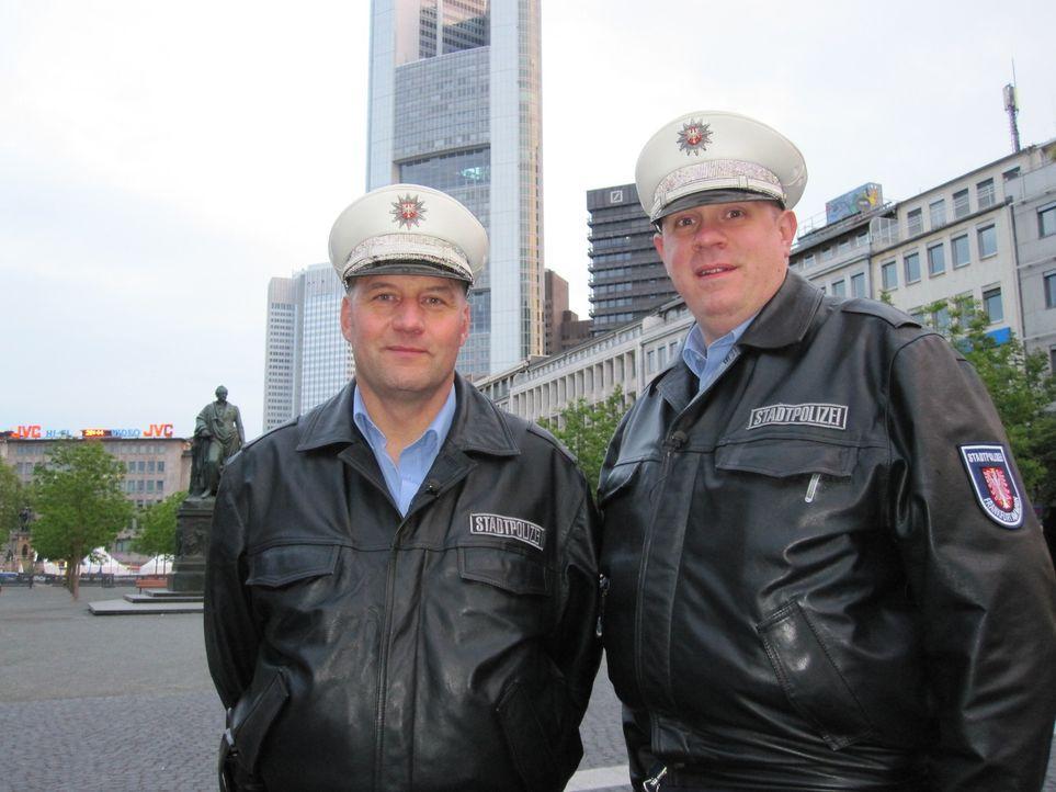 Frankfurt. Bahnhofsviertel: Das Revier der Stadtpolizisten Manuel Seyfried (47) und Christian Pysch (37). - Bildquelle: kabel eins