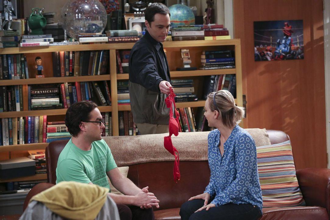 Als Leonard (Johnny Galecki, l.) und Penny (Kaley Cuoco, r.) versuchen ein Gespräch über ihre Beziehung zu führen, platzt plötzlich Sheldon (Jim Par... - Bildquelle: 2015 Warner Brothers